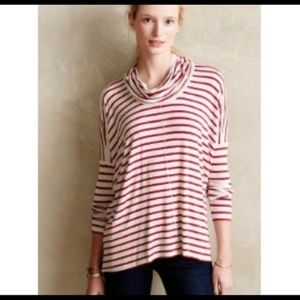 Bordeaux red and light heathered gray top